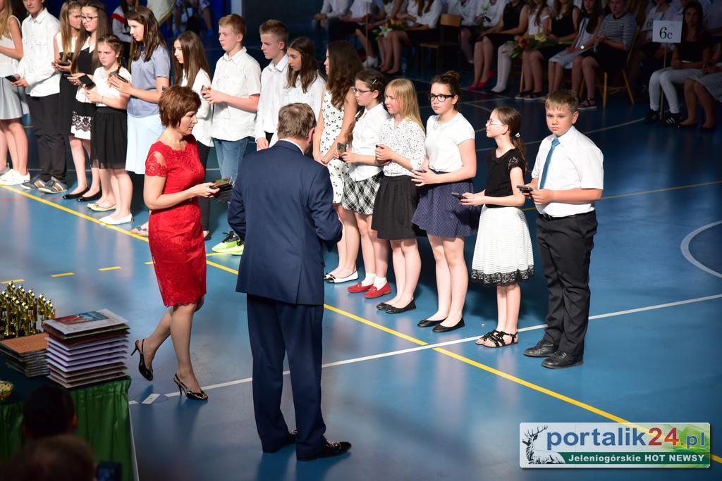 SP 11 pożegnała szóstoklasistów