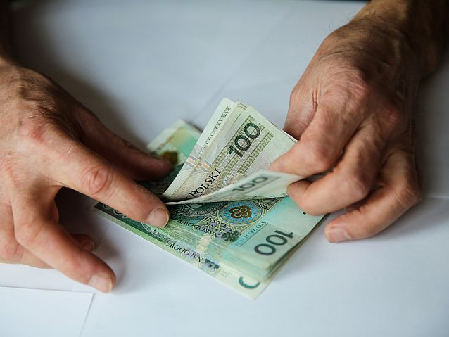 Polacy wolą zaciągać pożyczki przez internet