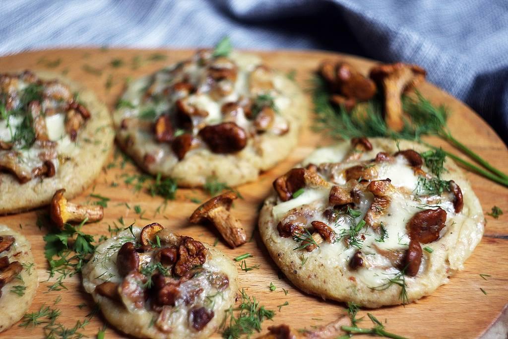 2 Placki z Kiszki Ziemniaczanej z kurkami i mozzarellą