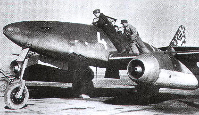 Messerschmitt-Me-262A-1a-Schwalbe-JG7-White-4-Achmer-Germany-1944-01